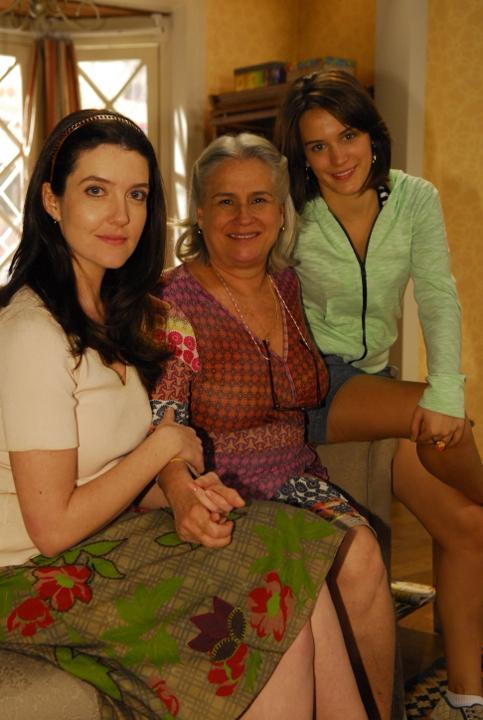 http://www.novela.pl/wp-content/uploads/2012/02/Cand%C5%82-Vera-Holtz-Fatima-Bianca-Bin-e-Felicia-Larissa-Maciel.jpg