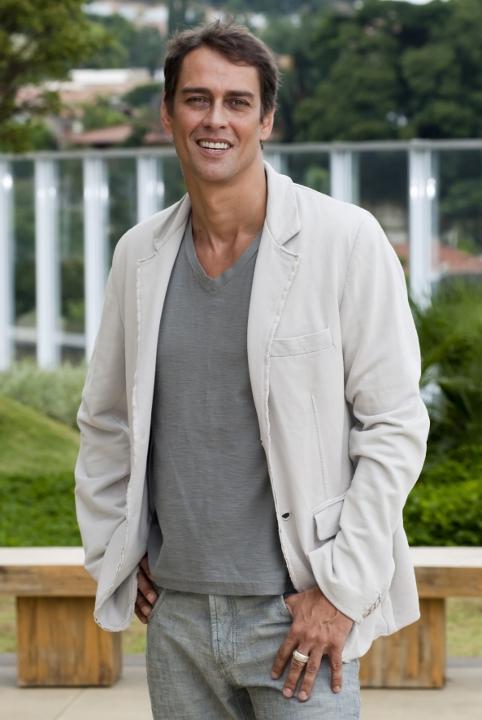 http://www.novela.pl/wp-content/uploads/2012/02/Gerson-Marcello-Antony-4.jpg