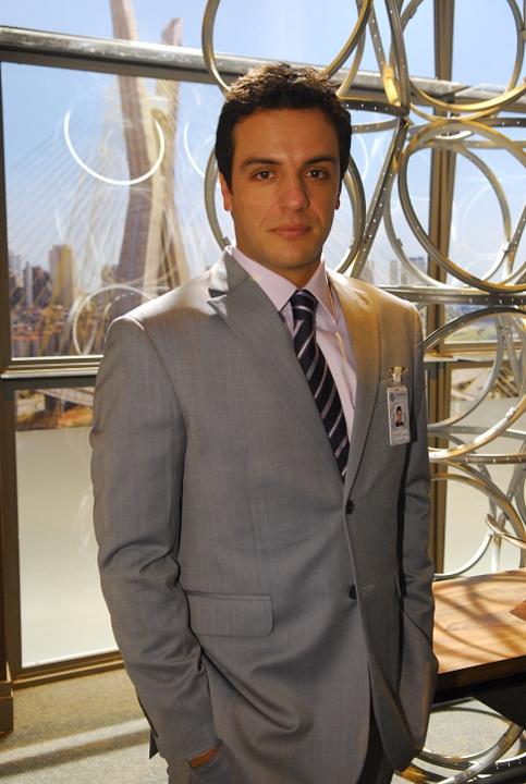 http://www.novela.pl/wp-content/uploads/2012/02/Mauro-Rodrigo-Lombardi-1.jpg