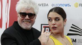 Adriana Ugarte dziękuje Almodóvarowi na Europejskich Nagrodach Filmowych