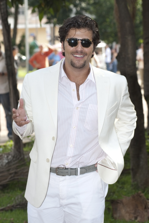 http://www.novela.pl/wp-content/uploads/2012/02/Berilo-Bruno-Gagliasso-1.jpg