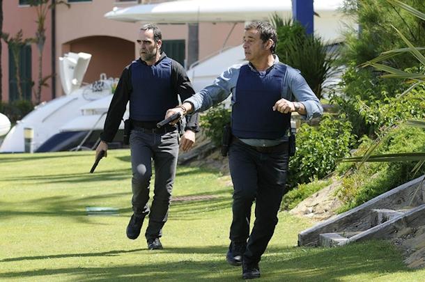 """Luis Tosar i Eduard Fernández (fot. Mediaset) 9 mil """"9 mil"""": Zastrzyk adrenaliny dopełniony banknotami elnino foto3"""
