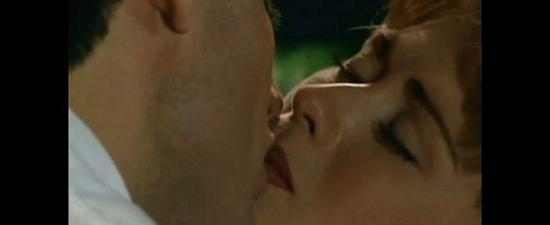 """Esmeralda"" – Odcinek 100: José Armando skrada pocałunek Esmeraldzie"