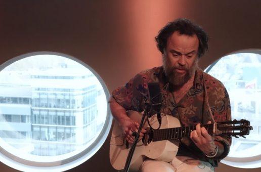 Rodrigo Amarante akustycznie